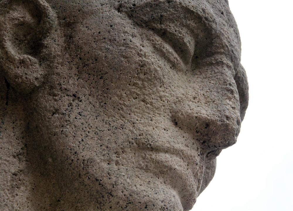 Suchbild Nummer 34: Statue am Kriegerdenkmal