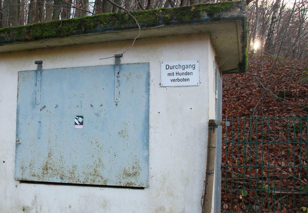 Suchbild Nummer 37: Altes Pfortnerhaus/Kartenhaus am Kitten - Eingang Tennisplatz