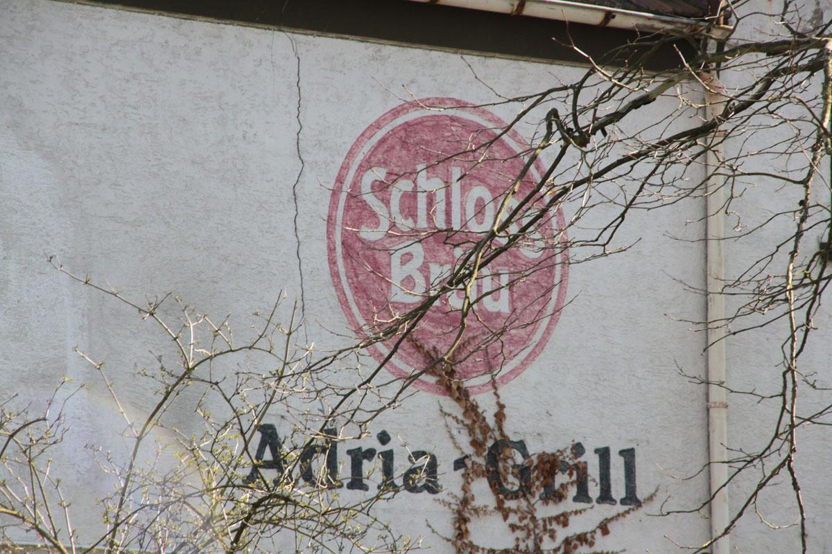 Suchbild Nummer 4: Ehemaliger Adria Grill in der Klosterstraße - hier der Blick auf die Rückseite vom Postparkplatz