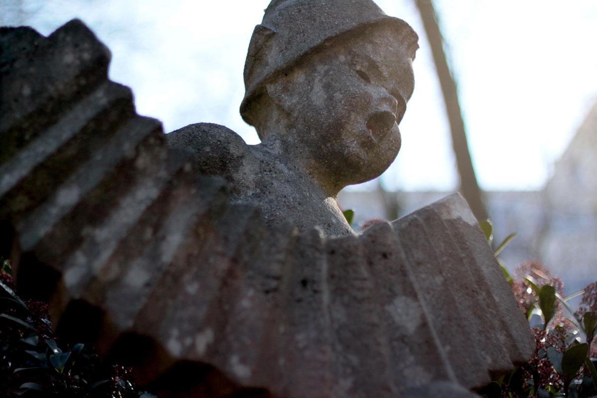 Suchbild Nummer 7: Steinfigur am Pavillon im Dudweiler Stadtpark