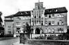 Suchbild Nummer 12: Historische Aufnahme des Dudweiler Krankenhauses, vermutlich 1955