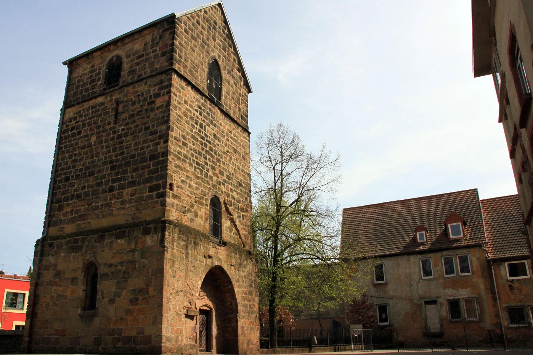 Alter Turm und Nebengebäude