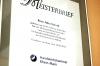 ... wie der Meisterbrief von Julia Scivoli - seit 2011 Orthopädie-Schuhmachermeisterin.