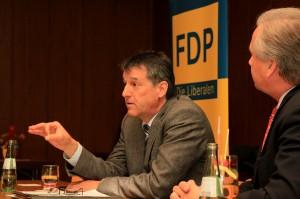 Viel zu erklären hatte Hans-Joachim Backes (l.) bei der Podiumsdiskussion