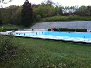 Noch ist das Becken leer, aber im Mai soll der Badebetrieb schon starten