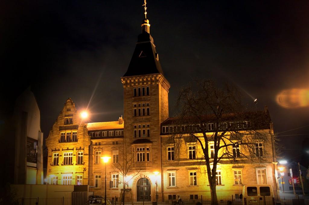 Dudweiler Rathaus bei Nacht (Foto: Thomas Braun)