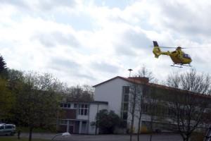 Schulhof als Landeplatz des Rettungshubschraubers (Foto: Stefan Bähr)