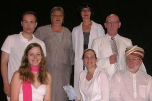 """Ensemble von """"Hotel zu den zwei Welten"""" (Foto: Dudweiler Statt-Theater)"""