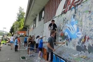 Arbeiten an der Graffiti-Mauer (Foto: Regionalverband Saarbrücken)