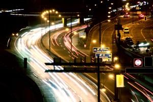 Die Stadtautobahn - für die Kernbohrungen wird hier auch in der Nacht gearbeitet. (Foto: Thomas Braun)