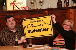 Ralf-Peter Fritz und Karin Schmücker vom Verkehrsverein bekennen sich klar zu Dudweiler. (Foto: Thomas Braun)
