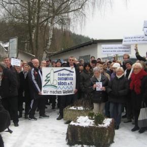 Erste Protestaktion gegen die drohende Schwimmbadschließung