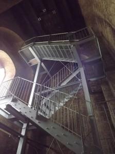Neue Treppe im Kirchturm der Christuskirche (Foto: Helmut Sauer)