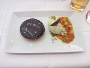 """Das Dessert - Schokolade """"pur"""", viele Früchte und ein Traum eines Pistazieneises"""