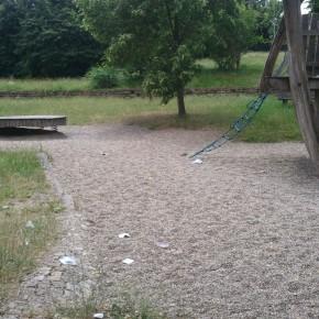 Müll auf dem Spielplatz (Foto: Leserfoto)