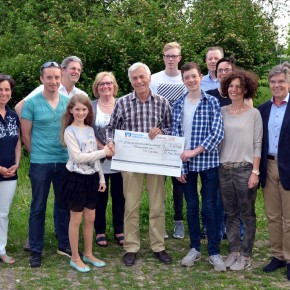 Spende für Afrikaprojekt von Dr. Schales