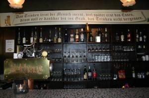 Trinkspruch über der Theke im Gasthaus Eckhaus (Foto: privat)