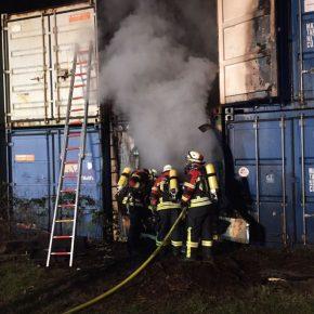 Feuerwehr auf ehemaligem Güterbahnhof Dudweiler im Einsatz