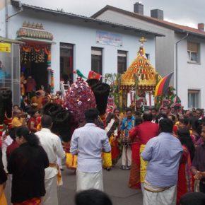 Prozession des Hindu – Tempels Sulzbach führte zu leichten Verkehrsbehinderungen