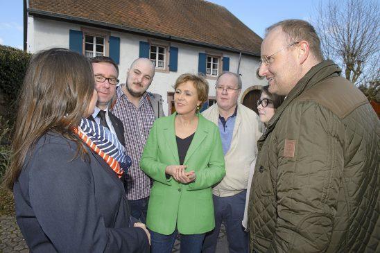 Oberbürgermeisterin Charlotte Britz vor Ort