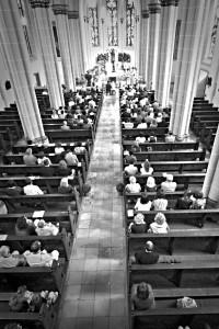 Hochzeitsfeier in der Pfarrkirche St. Marien Dudweiler (Fotograf: Kai Forst | www.hochzeitsfotograf-saar.de)