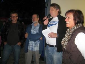 Thomas Dressler (3.v.l.) bei der Spendenübergabe. (Foto: privat)