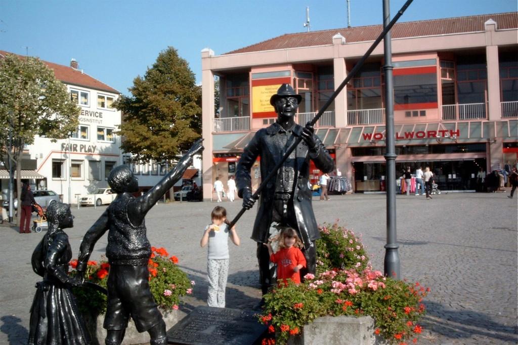 Dudweiler Marktplatz 2003 - Restaurant damals leerstehend (Foto: Werner Groß)
