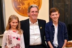 Das neue Prinzenpaar samt Nelkepräsident: Prinzessin Ann-Sophie Britz, Präsident Andreas Becker und Prinz Max Nermerich (Foto: Verein)
