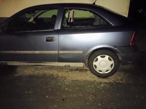 Aufgebrochenes Auto (Foto: privat)
