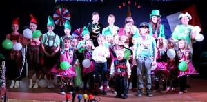 Akteure der Kinderkappensitzung beim Finale (Foto: Bärbel Becker/Verein)
