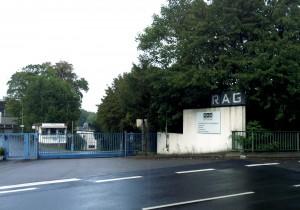 Einfahrt zum Gelände der ehemaligen Grube Hirschbach (Foto: Thomas Braun)