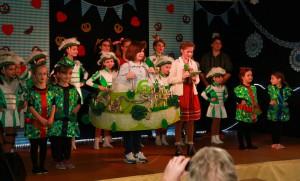 Bild: Verein,   Die Akteure mit ihrer Torte
